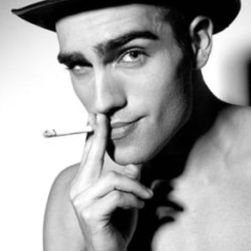 Wie wär's mit einem schulterfreien Smoking, mein Herr ¿